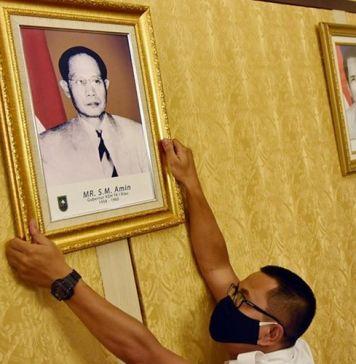 Gubernur Riau Pertama