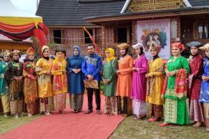 SMP 3 Raih Prestasi dalam Lomba Fashion Show Baju Kuruang Basiba