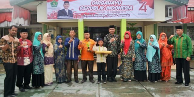 Kompetisi Sains Madrasah, MIS Kota Solok Raih Prestasi