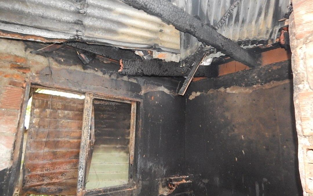 El municipio asistiò a dos familias que sufrieron incendios en sus viviendas