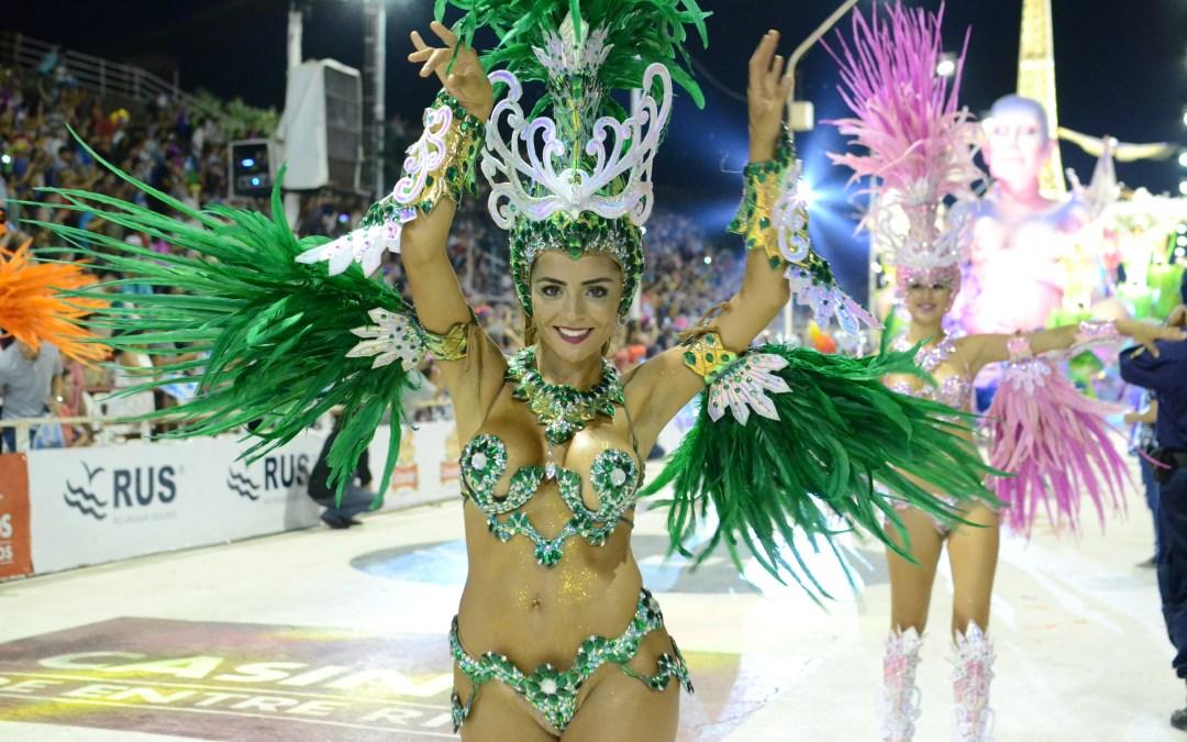El Carnaval del País demostró que el fin de semana largo se vive en Gualeguaychú