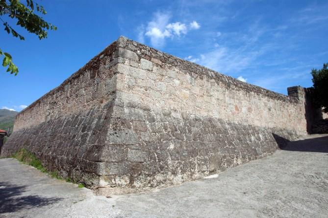 Muralla del Castillo de Eljas. Foto: TurismoExtremadura