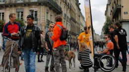 etre-visible-dans-les-rues-de-rennes-avec-les-oriflammes-1