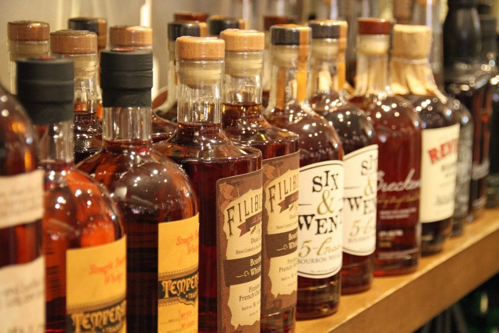 whisky botellas destilados