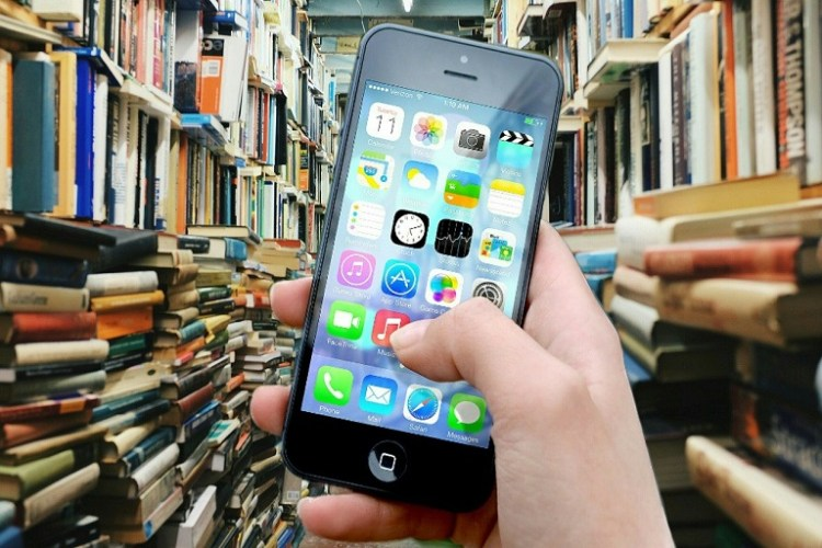 biblioteca, mano, celular