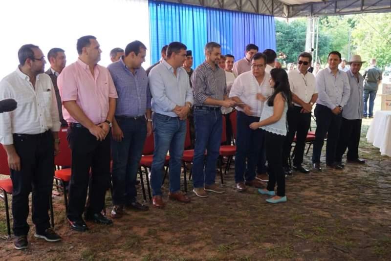 FB_IMG_1572616411090 Jóvenes de Misiones cobraron becas EBY - Gobernación en Ayolas