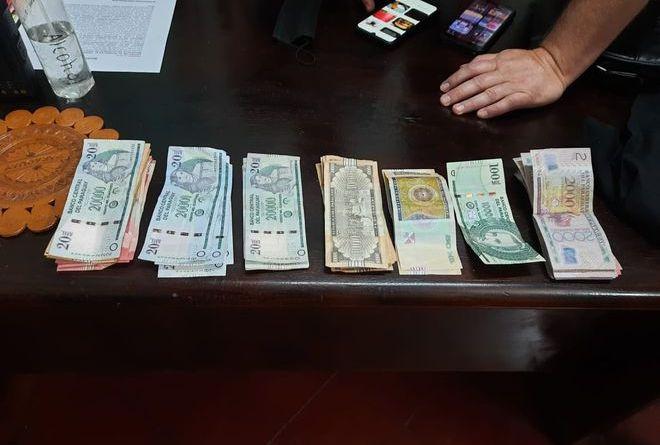 Detienen a dos personas por supuesta estafa con billetes falsos de G. 100.000