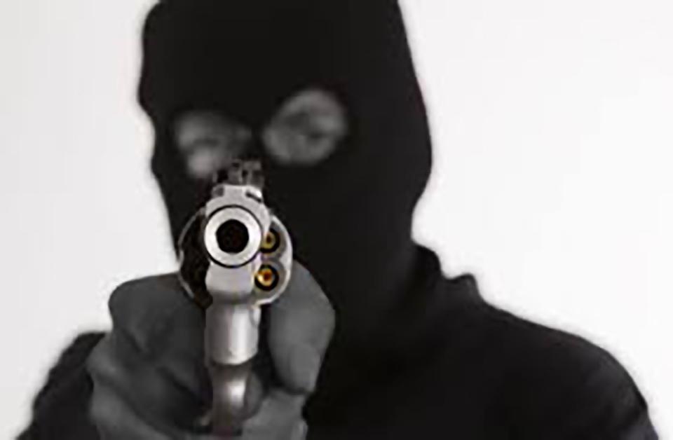 robbery Apollo bar oshakati armed