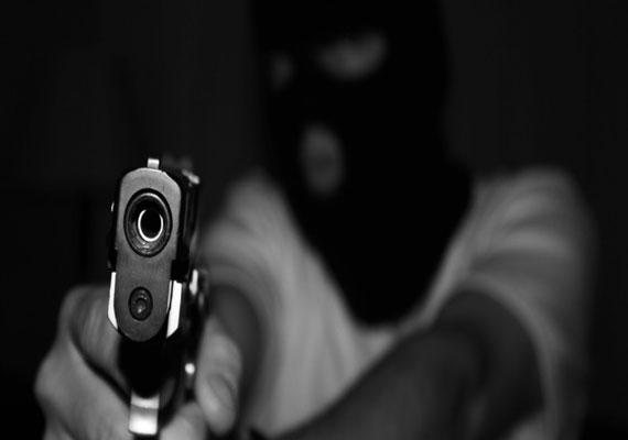 Parking area Namibian Police wounded shootout gang armed men shopping mall Okahandja