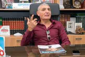 Patrizio Oliva nella redazione di Informare - Foto di Gabriele Arenare