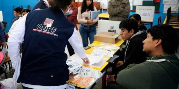 Congreso eliminó el voto de los peruanos en el extranjero con reforma política