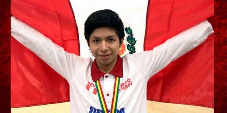 Estudiante de 15 años gana medalla de oro en Sudamericano de Matemática