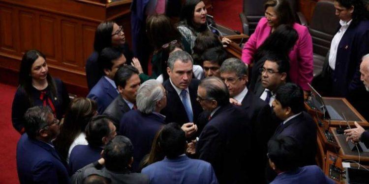 Premier Del Solar ingresó al pleno sin invitación y desata fuerte enfrentamiento