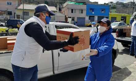 Familias de transportistas del sur de Quito reciben kits de alimentos