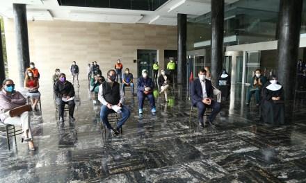 Se entrega mascarillas, donadas por el Consejo Mundial por la Paz y la Tolerancia