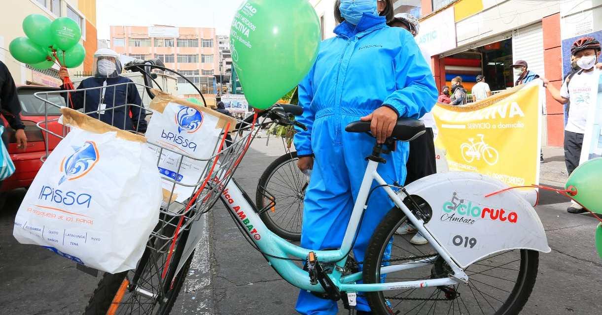 En AmbatO, comerciantes de los mercados atienden a domicilio en bicicleta