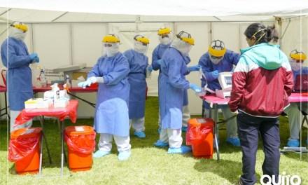 Pruebas PCR para médicos y enfermeras del Hospital Eugenio Espejo