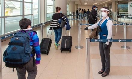 Pasajeros de vuelos domésticos deberán presentar prueba negativa de Covid