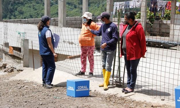 Entrega de ayuda técnica a adultos mayores y kits de alimentos a familias de la parroquia Rumipamba