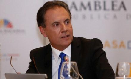 Fiscalía deja sin sustento legal la destitución de Carlos Ochoa por parte de Contraloría