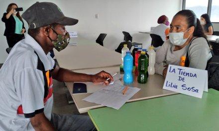Emprendedoras ofertan sus productos durante rueda de negocios en Guayaquil