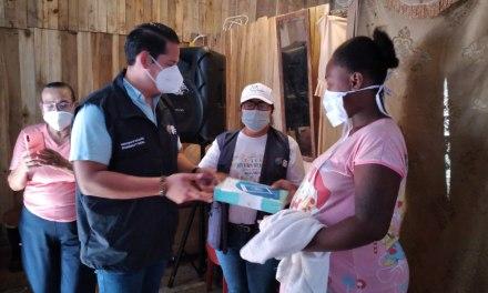 Coordinador del Mies de la zona 8 entregó tablets en la isla Trinitaria y el Guasmo Sur