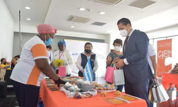 Emprendedoras ofertaron productos alimenticios en una feria en Guayaquil