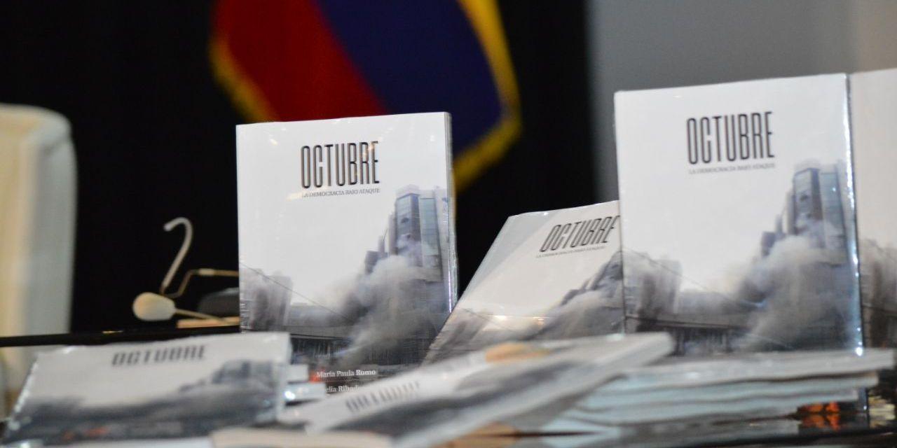 """""""Octubre, la democracia bajo ataque"""", se titula el libro escrito por María Paula Romo y Amelia Ribadeneira"""