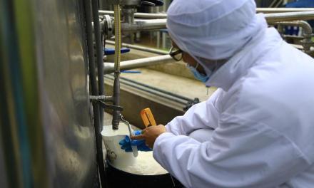 La industria láctea ecuatoriana genera alrededor de USD 1 400 millones al año