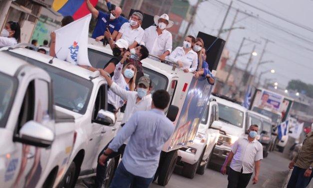 El candidato presidencial Guillermo Lasso encabezó caravanas en Guayaquil y Milagro