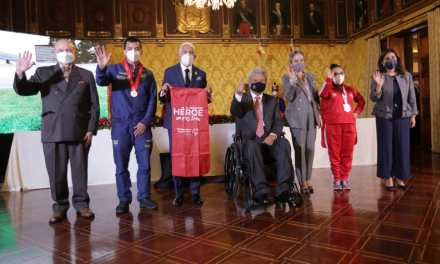 Presidente Lenin Moreno entrega condecoración  a Olimpiadas Especiales Ecuador