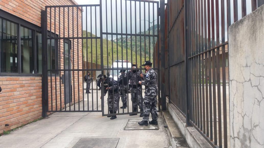 Más de cincuenta muertos en cárceles de Guayaquil, Cuenca y Cotopaxi
