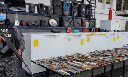 Policía Nacional presentó los objetos decomisados durante requisa en cárcel de #Turi