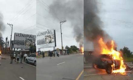 Tragedia en la vía Quinindé – Santo Domingo, dos carros chocaron , dejando más de 5 muertos.