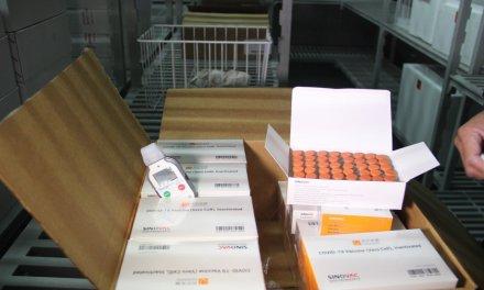 Chile dona 20 mil dosis de vacunas al Ecuador