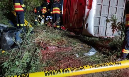 Fatal accidente en la vía Papallacta deja ocho muertos y 20 heridos