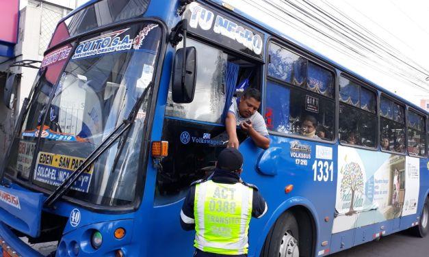 Este lunes, los buses de transporte urbano paralizan sus actividades