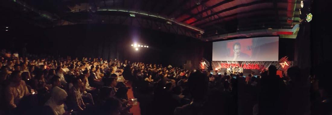 Suasana Main Stage yang penuh sesak di sesi Nadiem Makarim - Founder dan CEO Go-Jek
