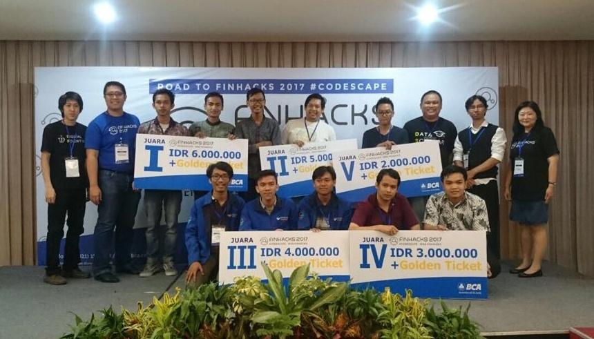 David Boy Tonara (MIS), berhasil menjadi Juara dalam BCA Mini Finhacks 2017 di Surabaya