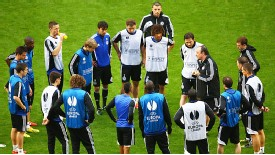 Lets Finish What We Started: Rafael Benitez Addresses His Players Before the Game.