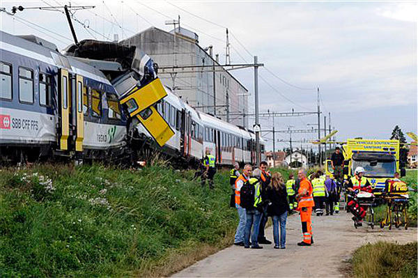 0729-trains-collide-switzerland-crash_full_600
