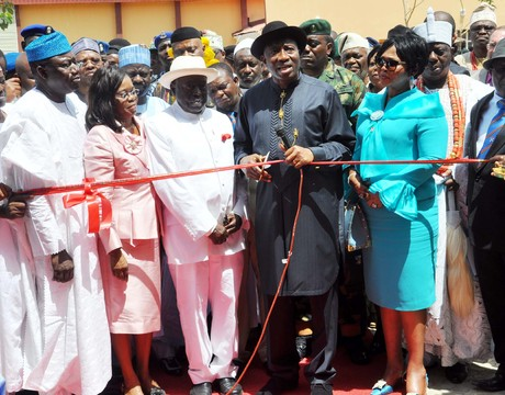 PRESIDENT GOODLUCK JONATHAN (3RD R), CUTTING THE TAPE TO INAUGURATE THE GOODLUCK EBELE JONATHAN COLLEGE OF ENGINEERING BUILDING OF ABUAD ON SATURDAY . WITH HIM ARE: FOUNDER OF THE UNIVERSITY, AARE AFE  BABALOLA (4TH L) HIS WIFE MODUPE (2ND R); GOV. KAYODE FAYEMI OF EKITI (2ND L) AND OTHER DIGNITARIES. (NAN)