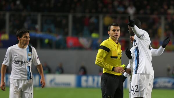 Yaya Toure Informing Referee Hategan About the Racist Chant.