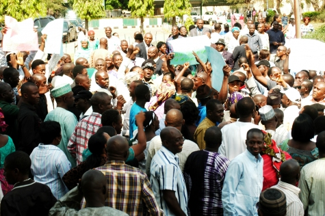 THE PROTESTING FCT WORKERS ON MONDAY (CREDITS: SAHARAREPORTERS)