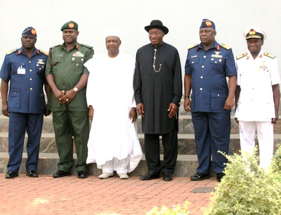 PRESIDENT GOODLUCK JONATHAN AND VICE PRESIDENT NAMADI SAMBO WITH (FROM LEFT), CHIEF OF AIR STAFF, AIR MARSHAL ADESHOLA NUNAYOM AMOSU, CHIEF OF ARMY STAFF, LT. GEN. TOBIAH MINIMAH, CHIEF OF DEFENCE STAFF, AIR CHIEF MARSHAL ALEX BADEH AND CHIEF OF NAVAL SATFF, REAR ADMIRAL USMAN JIBRIN.
