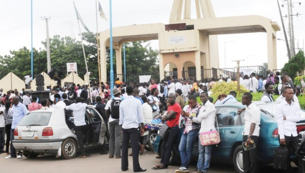 ibadan_poly_students_protest_high_levy_poor_power_water_supply