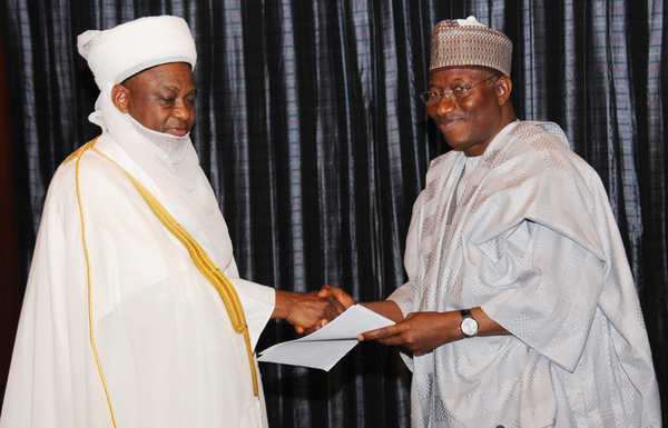 PRESIDENT GOODLUCK JONATHAN (R), RECEIVING A REPORT FROM THE SULTAN OF SOKOTO, ALHAJI SA'AD ABUBAKAR III, DURING THE MEETING OF NIGERIAN SUPREME COUNCIL FOR ISLAMIC AFFAIRS WITH MR PRESIDENT JONATHAN IN ABUJA ON WEDNESDAY (26/3/14).