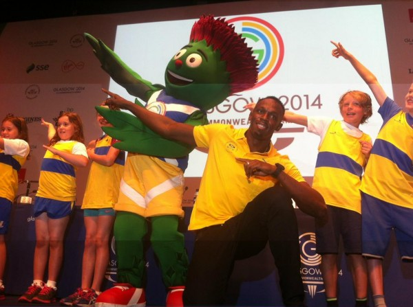 Usain Bolt Do the Lighting Pose With Kid Volunteers and Mascot Clyde During His Press Conference On Arrival in the Host City. Image: Twitter @usainbolt.