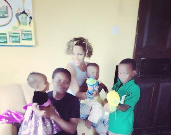 maheeda_with_children3