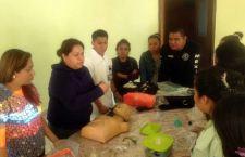 Capacitan en primeros auxilios a personal médico